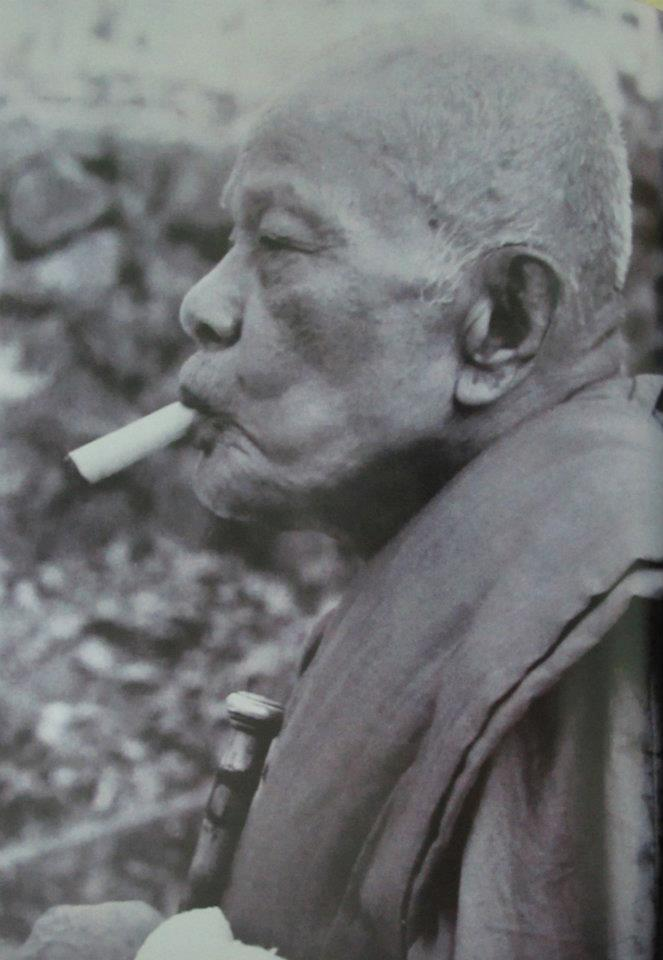 Luang Por Daeng smoikinmg his famous 'Ya Sen' cigar