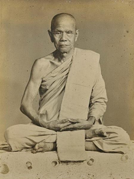 Luang Por Chaeng of Wat bang Pang Meditating