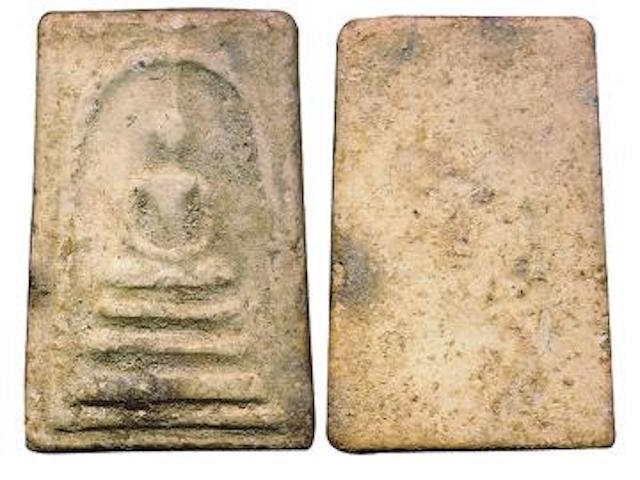 example of a Pra Somdej Luang Phu Lampoo 2502 BE Edition amulet (Pim Yai Gaes Talu Sum)